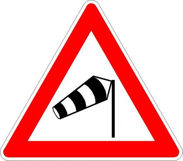 Verkehrszeichen Seitenwind von rechts